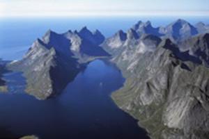 Reine - LofotenBenytter i LofotpostenFjellkjedeKjerkfjorden